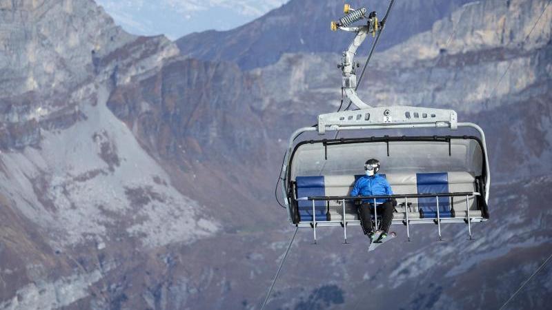 Wintersportbetrieb auf dem Titlis in der Schweiz. Foto: Alexandra Wey/KEYSTONE/dpa