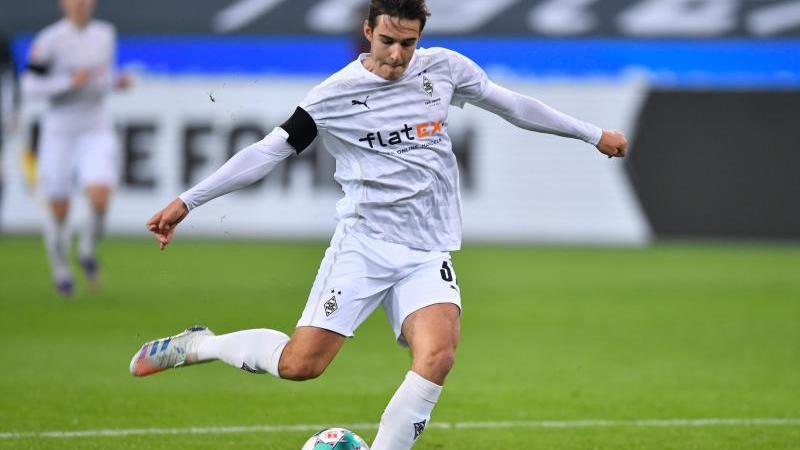 Florian Neuhaus von Mönchengladbach erzielt den Treffer zum 1:0. Foto: Marius Becker/dpa