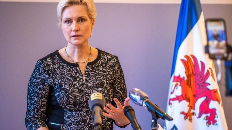 MV-Ministerpräsidentin Manuela Schwesig (SPD) spricht bei einer Pressekonferenz. Foto: Jens Büttner/dpa-Zentralbild/dpa/Archivbild