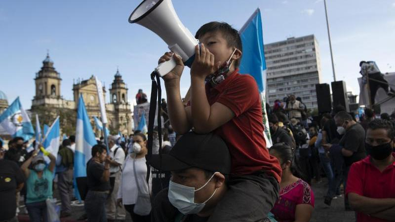 Demonstranten in Guatemala-Stadt. Foto: Moises Castillo/AP/dpa