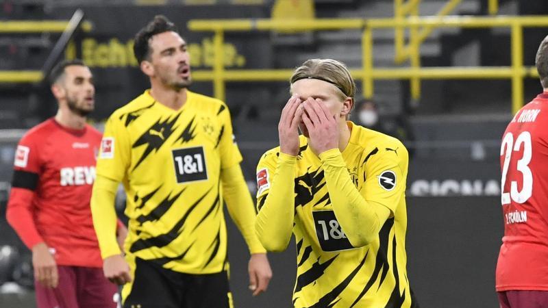 Dortmunds Erling Haaland (M) reagiert nach einer vergebenen Chance. Der BVB leistete sich gegen Köln den nächsten Ausrutscher. Foto: Martin Meissner/Pool AP/dpa
