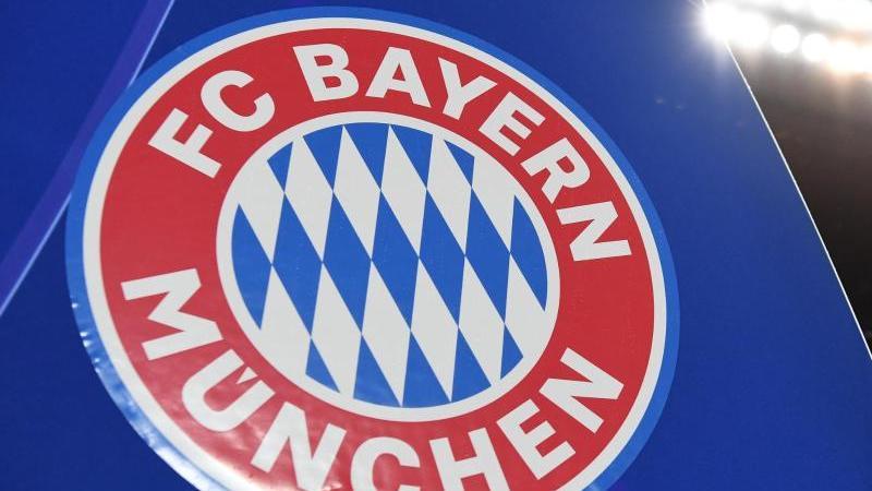 Das Logo des FC Bayern München. Foto: Sven Hoppe/dpa/Archivbild