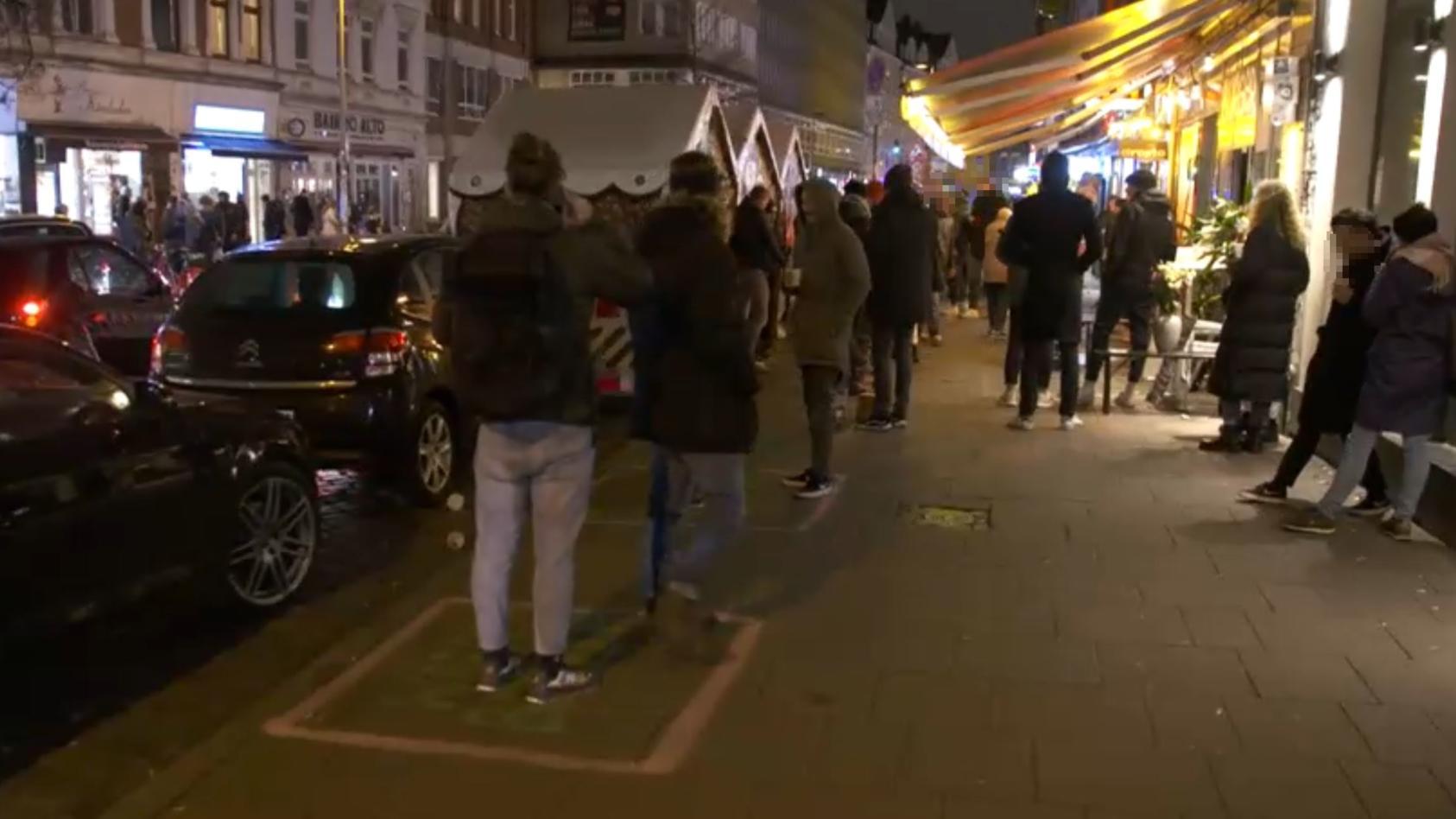 Die Straßen in der Hamburger Innenstadt waren voll.