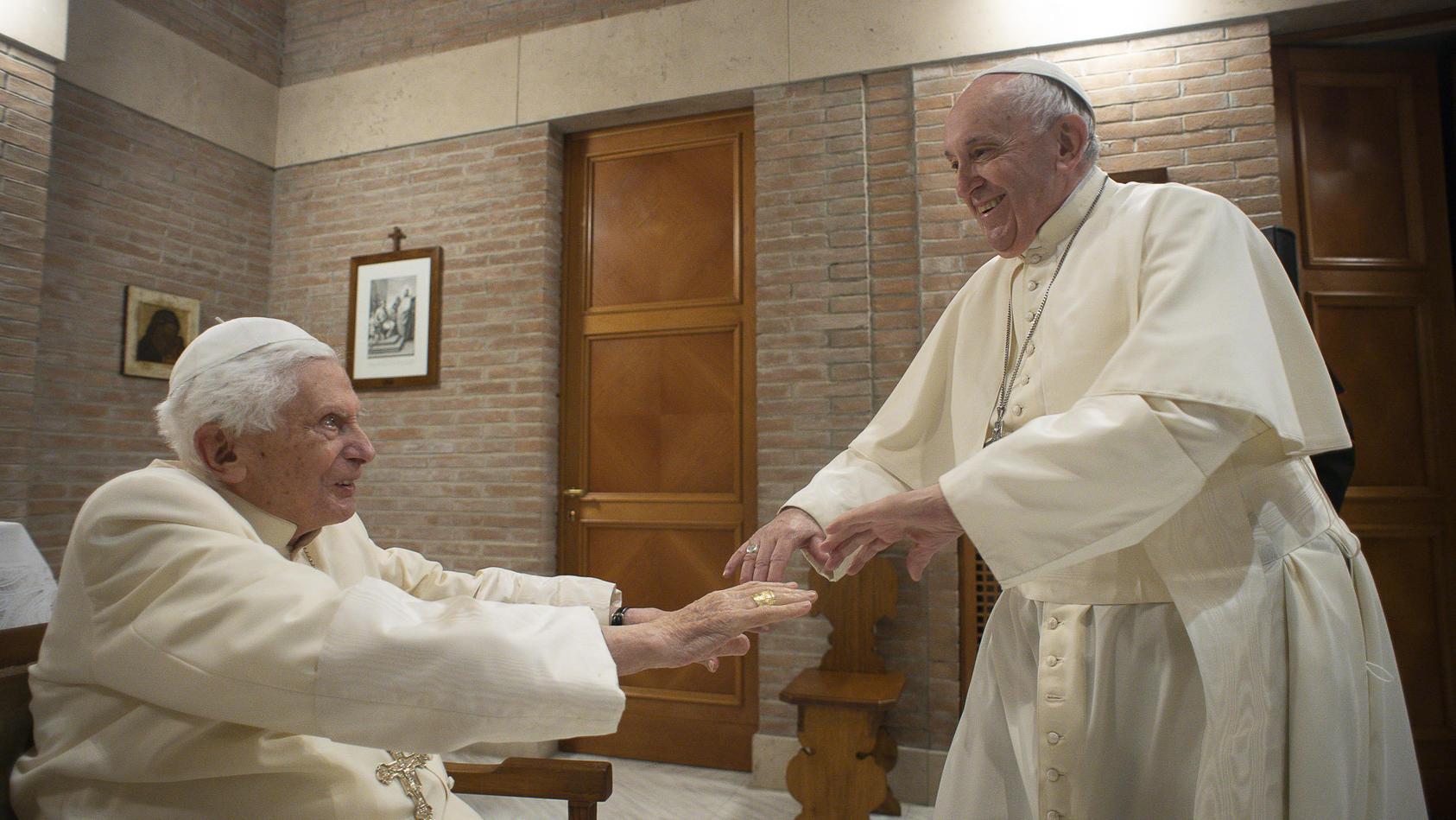 Bei der Kardinalskreierung im Vatikan trugen viele Anwesende - auch Papst Franziskus - keinen Mundschutz.