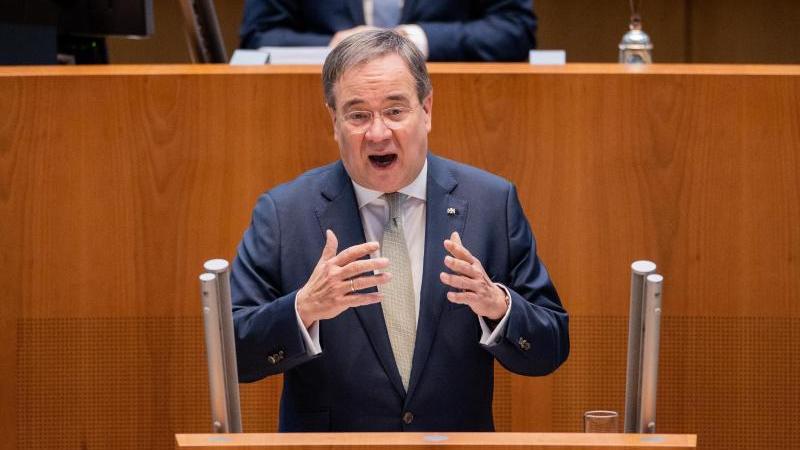 NRW-Ministerpräsident Armin Laschet (CDU) spricht im Plenum des Landtags. Foto: Rolf Vennenbernd/dpa/Archivbild