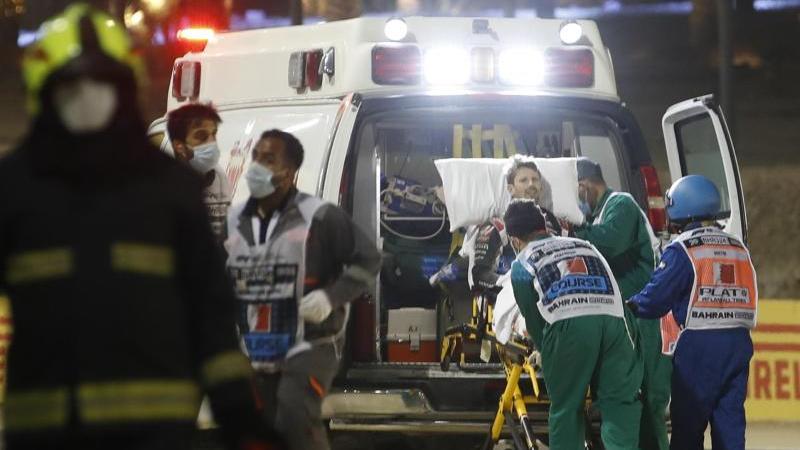 Haas-Pilot wird nach seinem Unfall ins Krankenhaus gebracht. Foto: Hamad Mohammed/Pool Reuters/AP/dpa