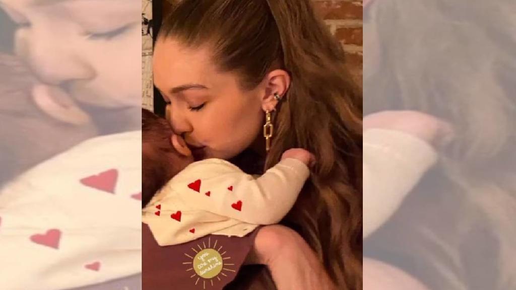 Yolanda Hadid postet süßes neues Foto von ihrer Tochter Gigi Hadid mit Baby auf dem Arm.