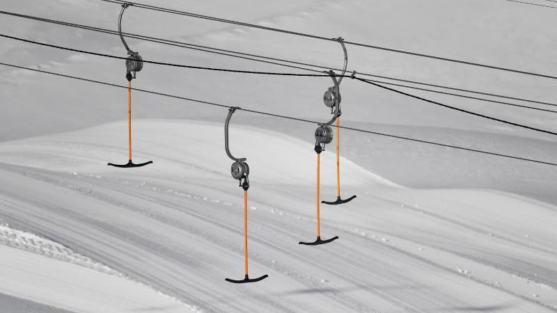 Liftbügel eines Schlepplifts hängen im geschlossene Skigebiet auf der Zugspitze in der Luft. Foto: Angelika Warmuth/dpa