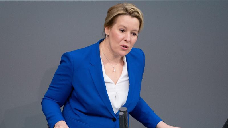 Franziska Giffey (SPD), Bundesministerin für Familie, spricht. Foto: Kay Nietfeld/dpa
