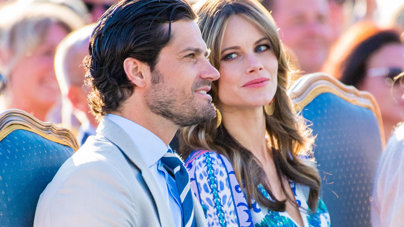 Endlich ein Update! Die Hofsprecherin der schwedischen Royals verrät, wie es Prinz Carl Philip und Prinzessin Sofia in der Corona-Quarantäne ergeht.