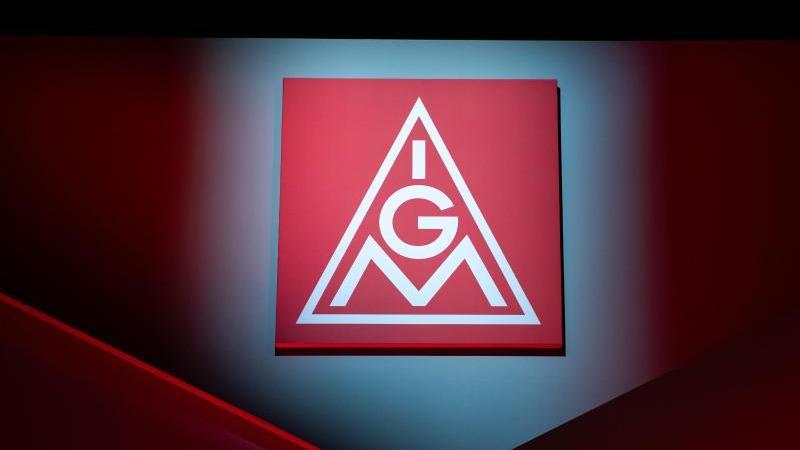 Das Logo der IG Metall. Foto: Daniel Karmann/dpa