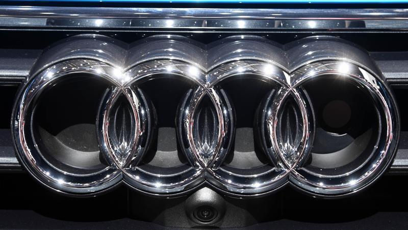Das Audi-Logo auf einem Fahrzeug. Foto: Uli Deck/dpa/Symbolbild/Archiv