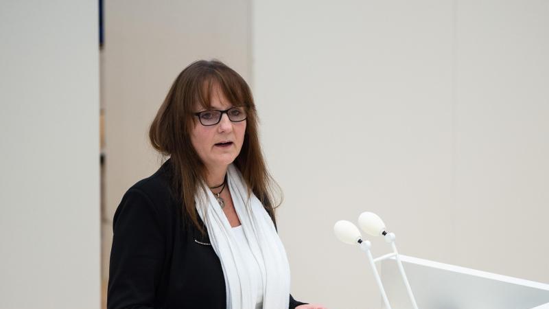Katrin Lange (SPD), Brandenburger Finanzministerin, spricht. Foto: Kira Hofmann/dpa-Zentralbild/ZB