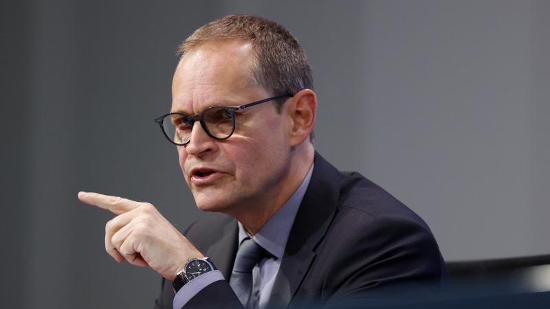 Berlins Regierender Bürgermeister Michael Müller (SPD) spricht. Foto: Odd Andersen/AFP/POOL/dpa