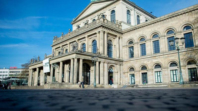 Die Staatsoper am Georgsplatz in der Innenstadt. Foto: Hauke-Christian Dittrich/dpa