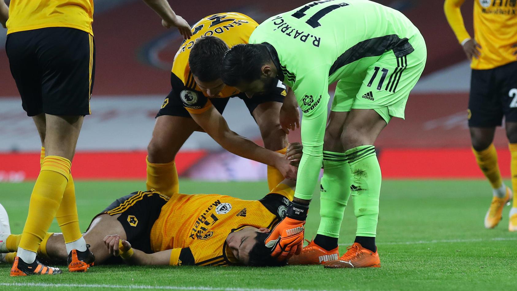 Nach dem Zusammenstoß mit David Luiz lag Jiménez minutenlang auf dem Boden.