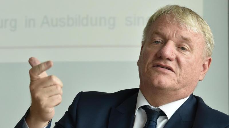 Bernd Becking, Leiter der Regionaldirektion Berlin-Brandenburg der Bundesagentur für Arbeit, spricht. Foto: Bernd Settnik/dpa-Zentralbild/dpa/Archivbild