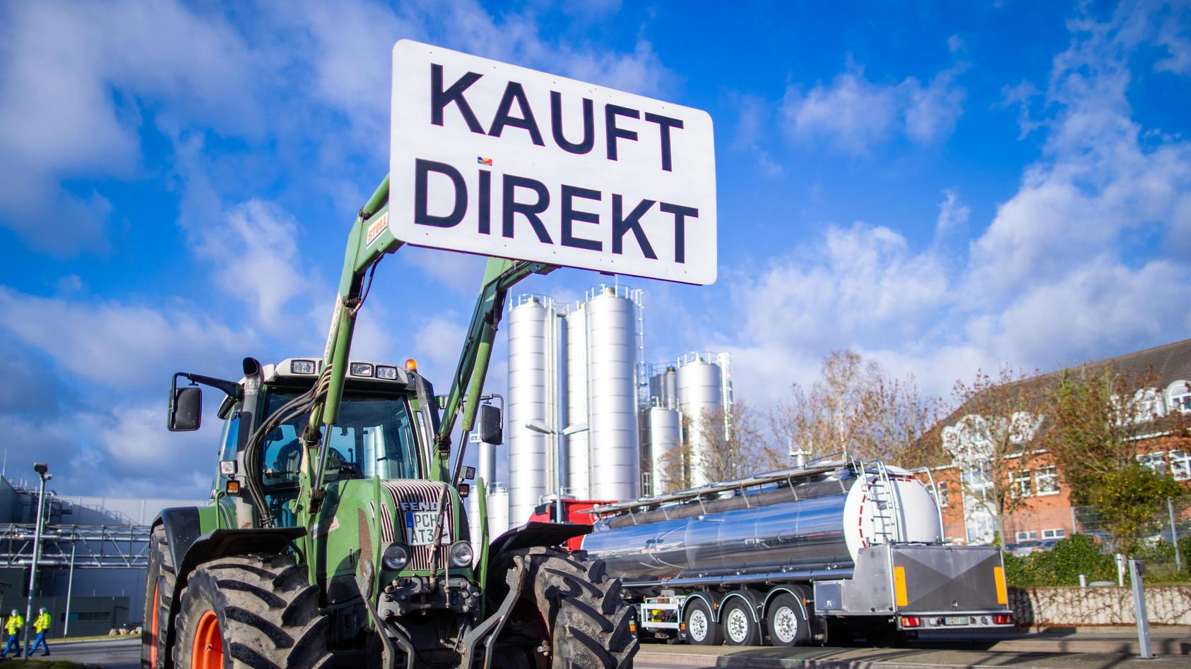 Milchbauern, Schweinebauern und andere Landwirte demonstrieren schon lange für faire Preise.  Durch Corona leiden sie noch mehr.