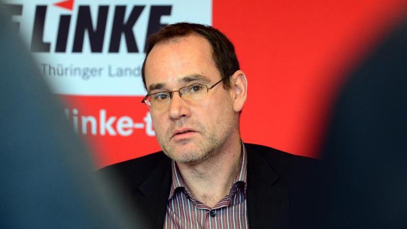 Tilo Kummer (Die Linke) spricht bei einer Pressekonferenz. Foto: Martin Schutt/dpa-Zentralbild/dpa/Archivbild