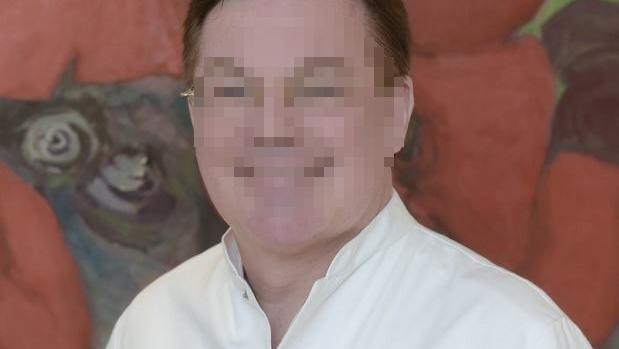 Er wollte einen Kurzurlaub in der Türkei machen, jetzt darf er nicht mehr nach Hause: Der 63-jährige Zahnarzt aus Wuppertal wartet in Antalya auf seinen Prozess.