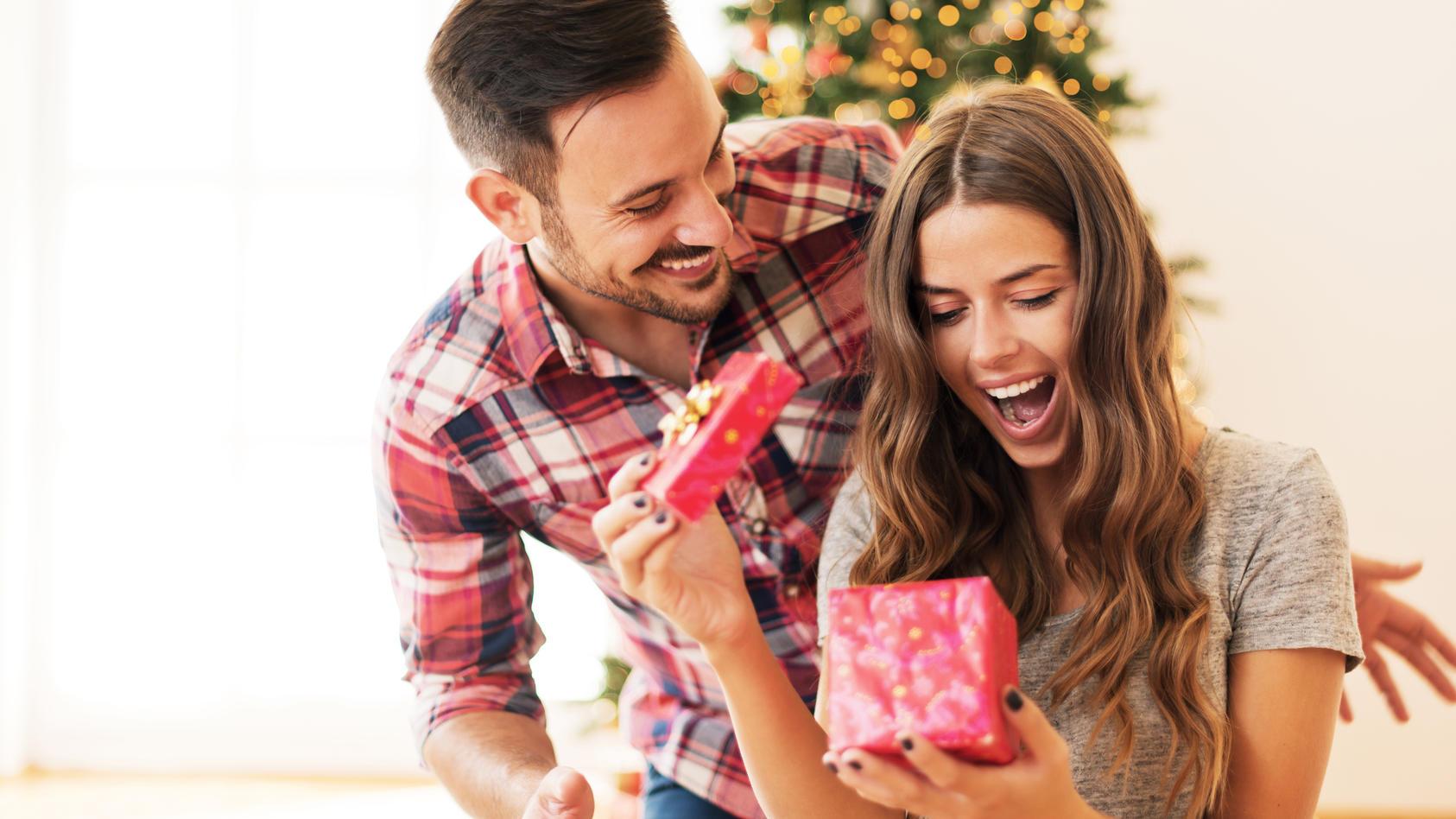 Auch über gebrauchte Weihnachtsgeschenke freuen sich viele, wie eine Umfrage ergab.