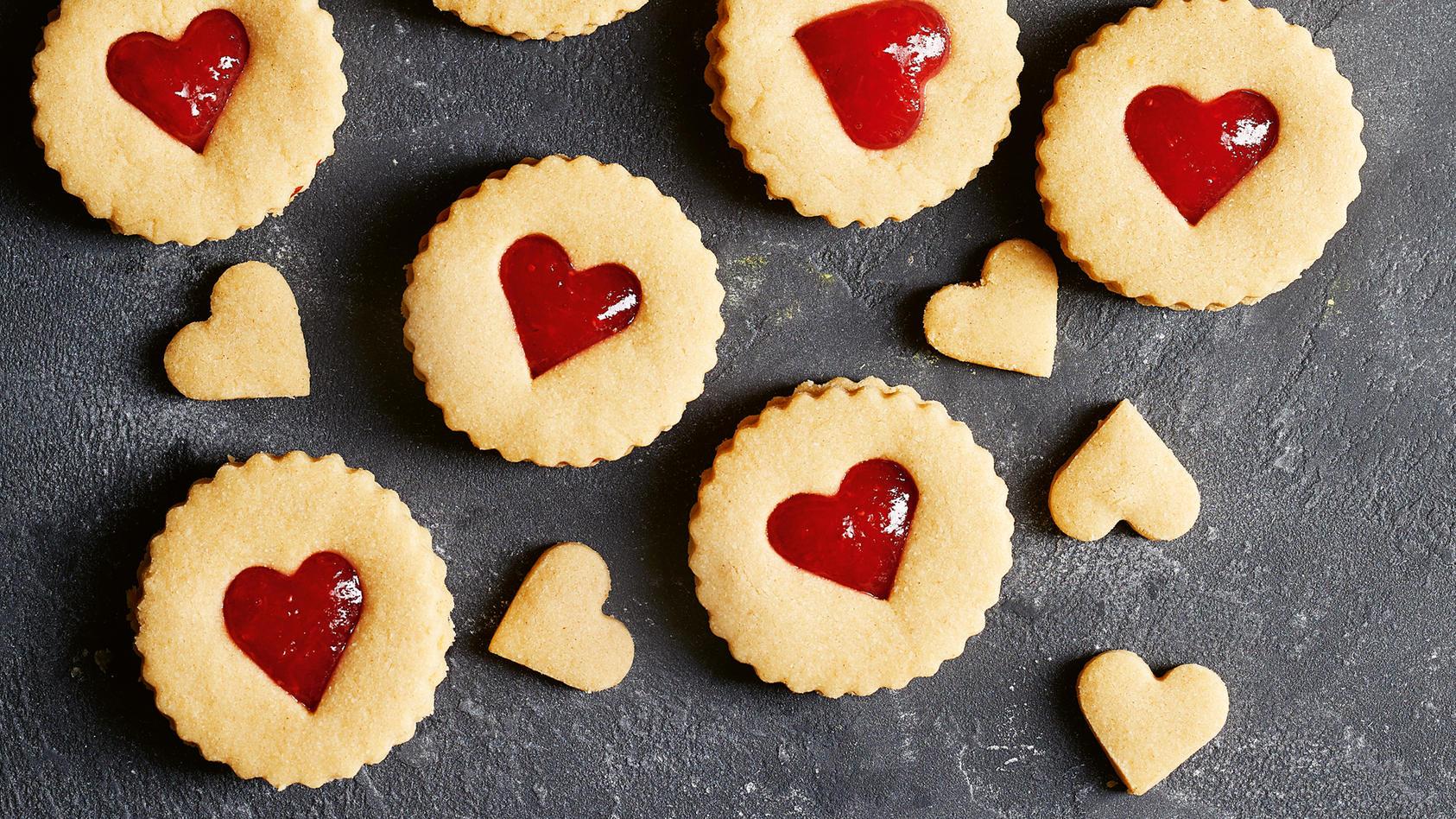 Süße Ausstechplätzchen ohne weißen Zucker nach dem Rezept von Lena Merz und Annina Schäflein