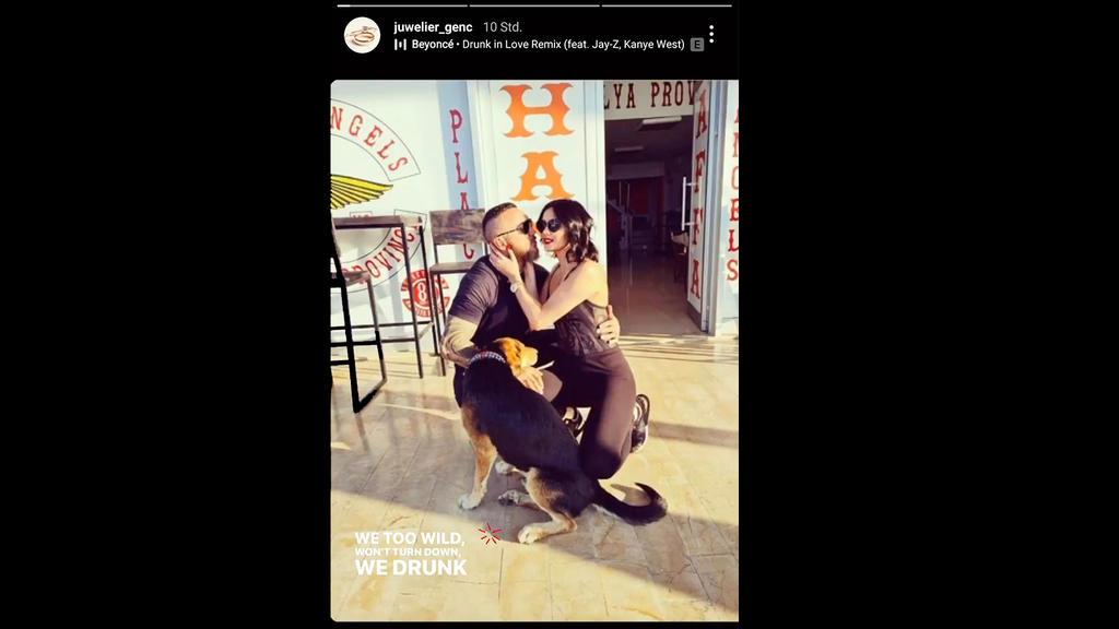 """Timur A., Nathalie Volk und ein süßer Hund genießen eine sommerliche Kuscheleinheit. Das Bild wurde auf dem Instagram-Account """"juwelier_genc"""" geteilt und von Nathalie repostet."""