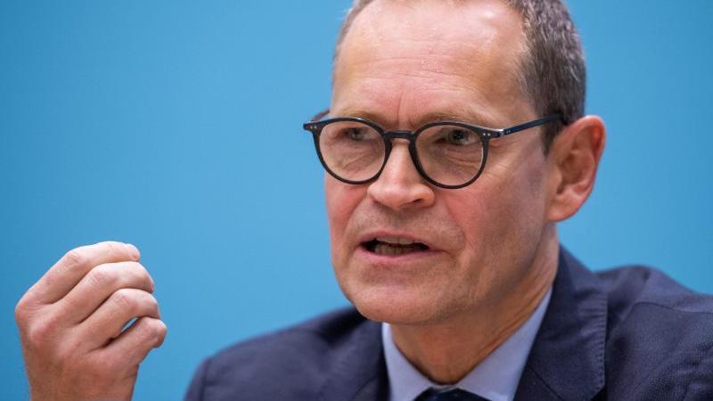 Michael Müller (SPD), Berlins Regierender Bürgermeister, spricht. Foto: Christophe Gateau/dpa/Archivbild