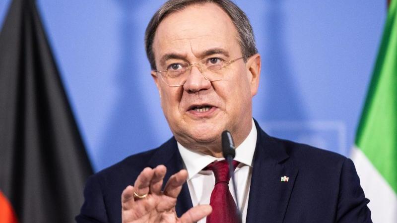 Armin Laschet (CDU), Ministerpräsident von Nordrhein-Westfalen, spricht. Foto: Marcel Kusch/dpa/Archivbild