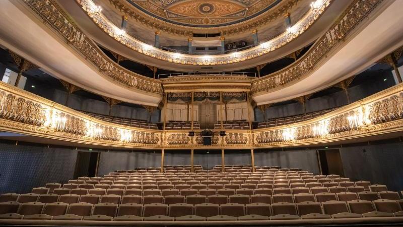 Der Saal im historischen Großen Haus im Landestheater Coburg. Foto: Daniel Karmann/dpa/Archivbild