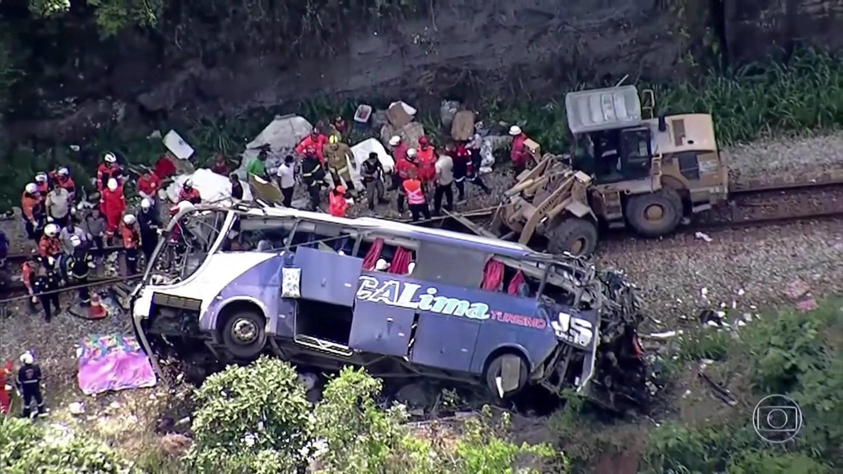 Bei einem schweren Busunglück sind im Osten Brasiliens sind mindestens 17 Menschen ums Leben gekommen.