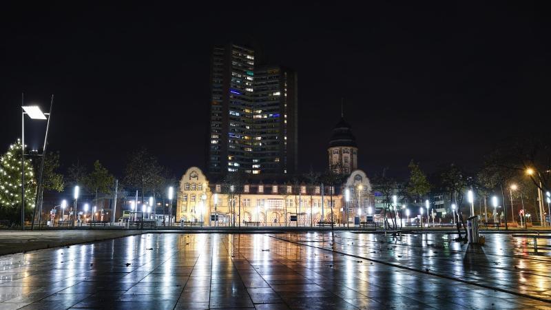 Blick auf den menschenleeren Alten Meßplatz. Foto: Uwe Anspach/dpa