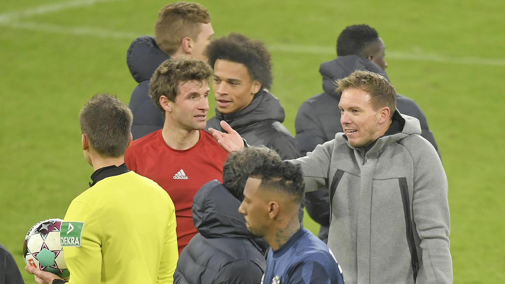 Thomas Müller und RB-Trainer Julian Nagelsmann hatten nach dem Topspiel einiges zu besprechen.