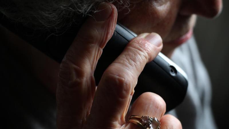 Kriminelle haben eine 90-jährige Frau um fast 27 Millionen Euro gebracht (Symbolbild).