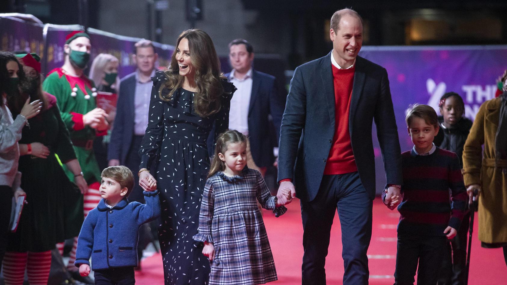 Herzogin Kate und Prinz William erziehen ihre drei Kinder weitaus freier, als in royalen Kreisen bislang üblich.