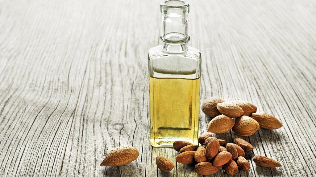 Öl und Nüsse liefern bei einer Diät wichtige Fette, die der Körper braucht