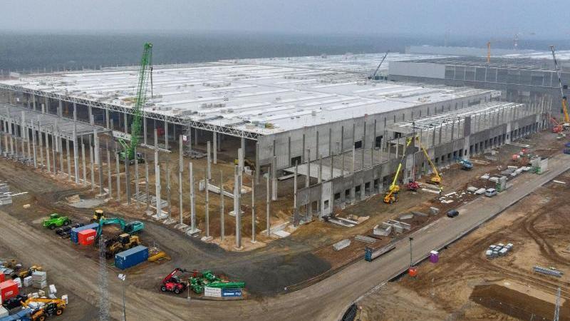 Die Baustelle der Tesla Gigafactory von einer Drohne aufgenommen. Foto: Patrick Pleul/dpa-Zentralbild/dpa