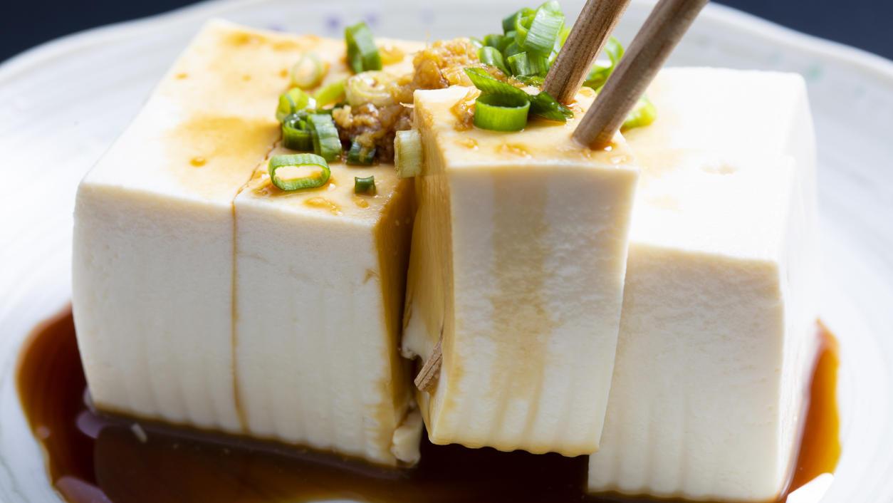 Sieht doch lecker aus, oder? Tofu hat nicht nur Biss, sondern auch Aroma.