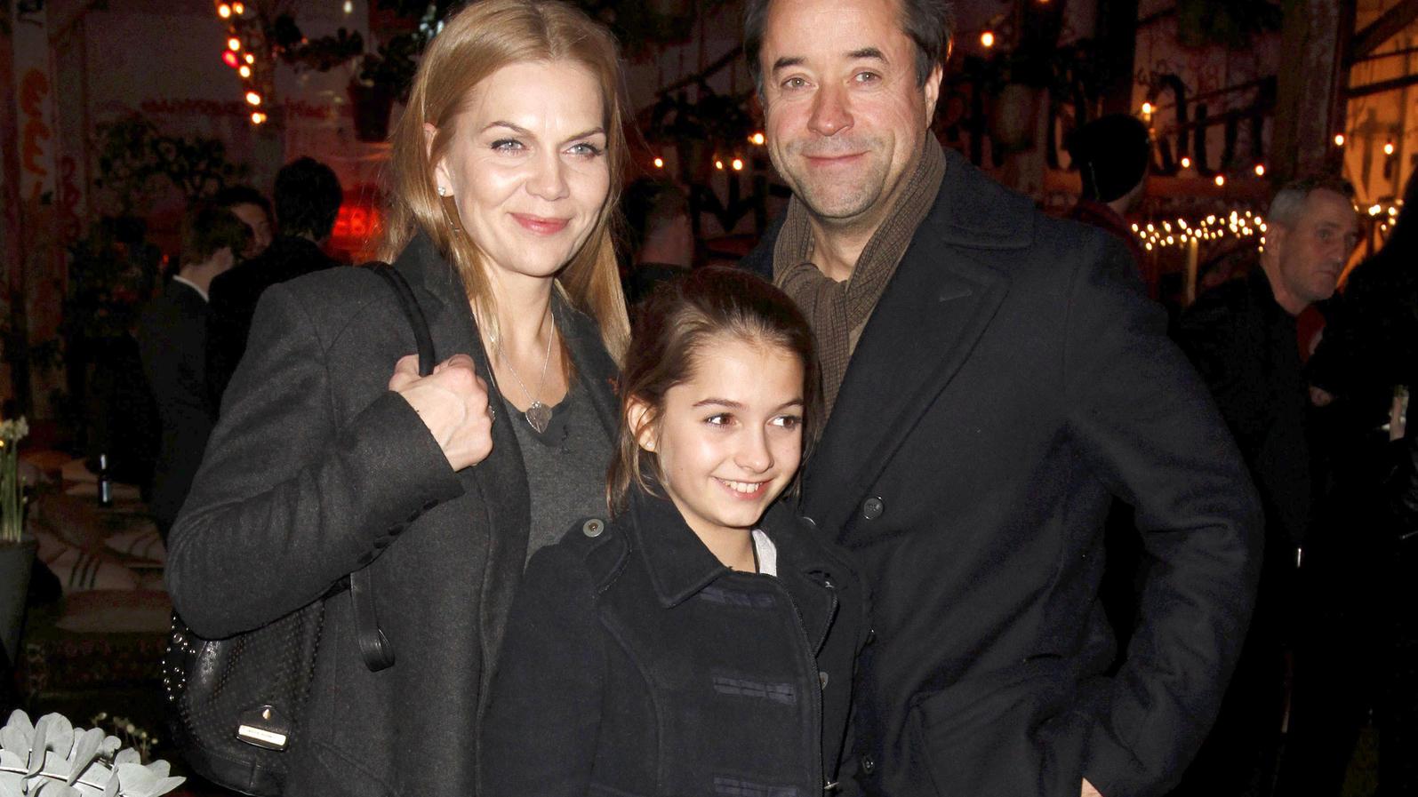 Anna Loos und Jan Josef Liefers mit Tochter Lilly bei der Aftershowparty zum Kinofilm 'Honig im Kopf' im Dezember 2014
