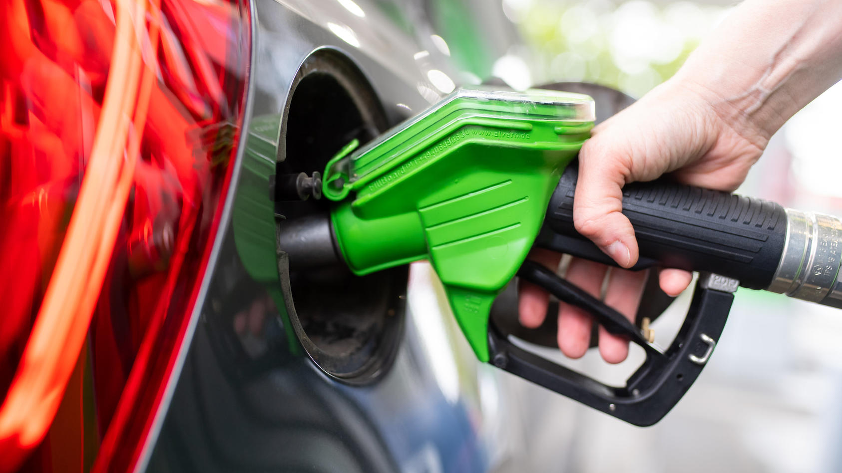 Spritpreise 2021: Benzin und Diesel werden teurer