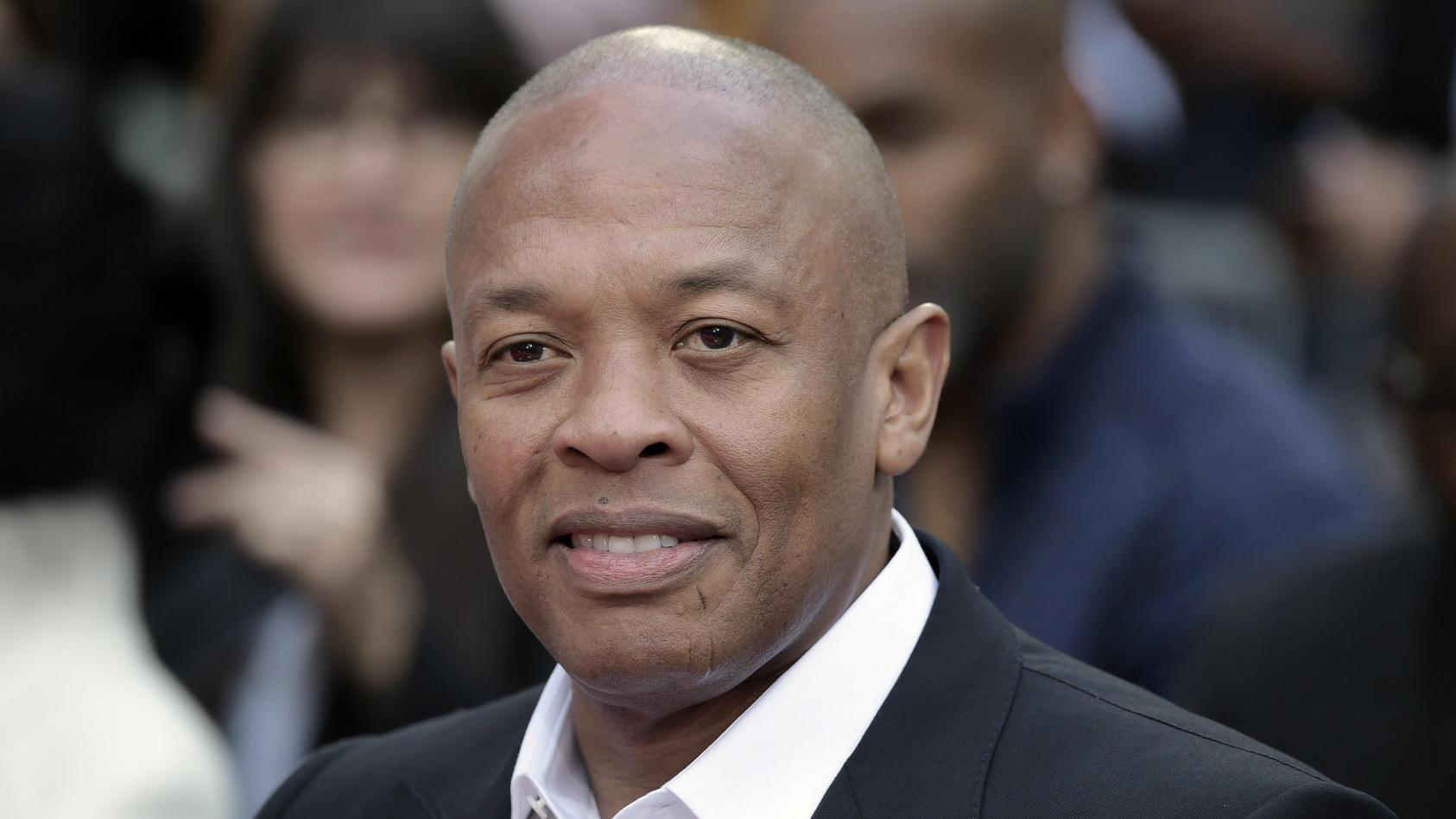 Dr. Dre soll in ein Krankenhaus in Los Angeles eingeliefert worden sein.