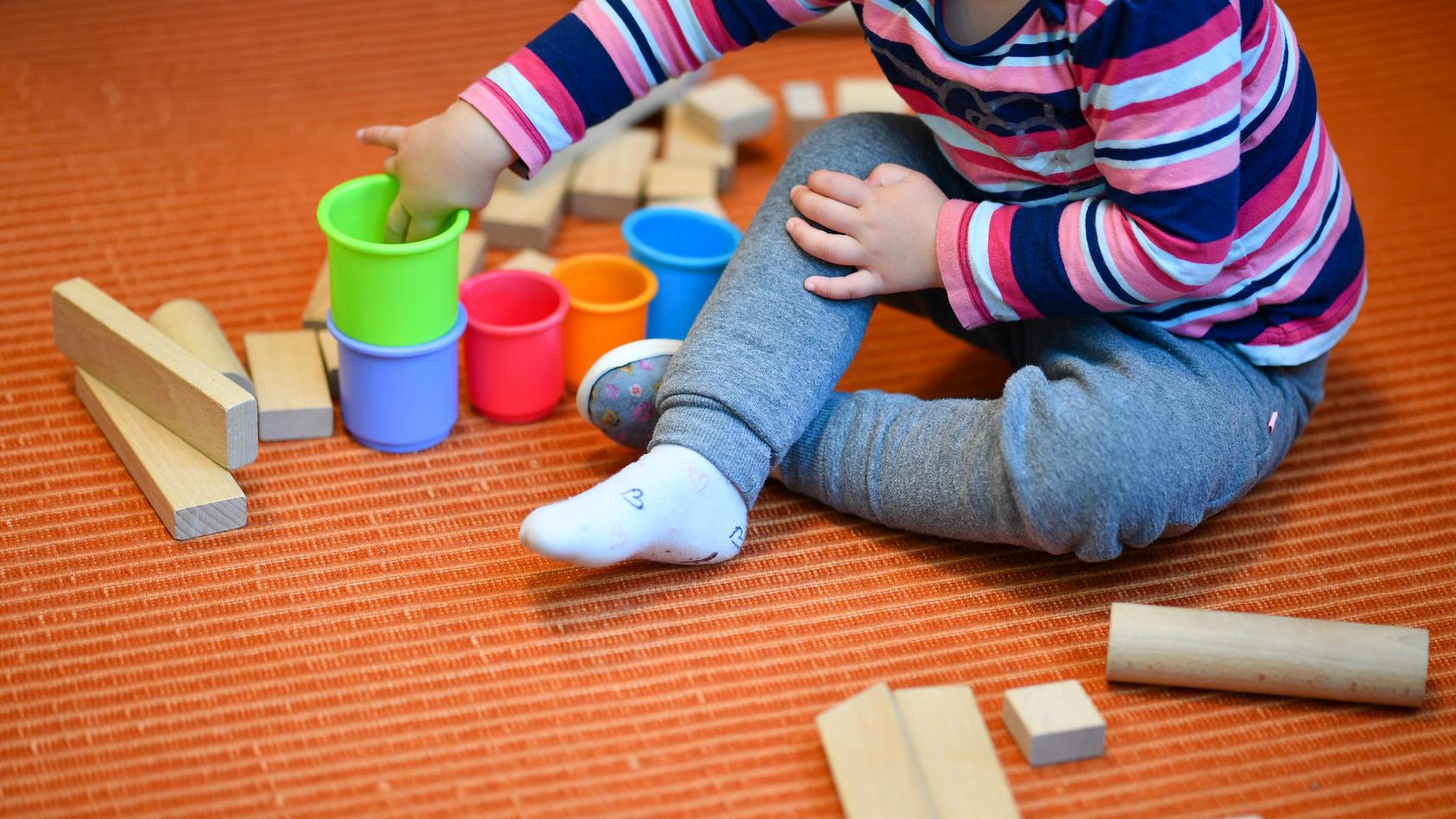 Erzieher stehen bei Kinderbetreuung in Zeiten von Corona vor vielen Herausforderungen.