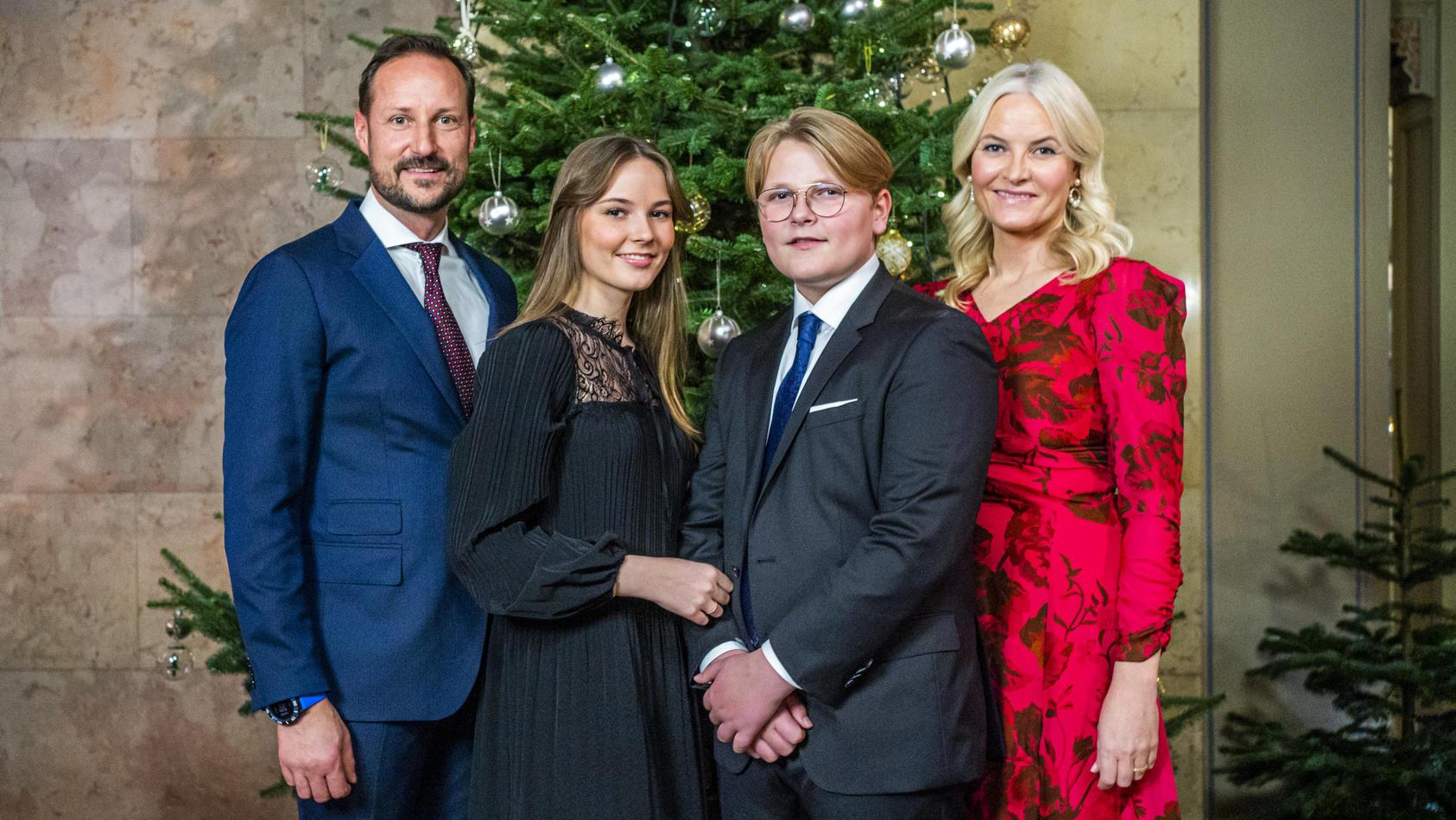 Die norwegischen Königsfamilie verkündet stolz, dass Prinz Sverre Magnus bald die Oberschule besucht.