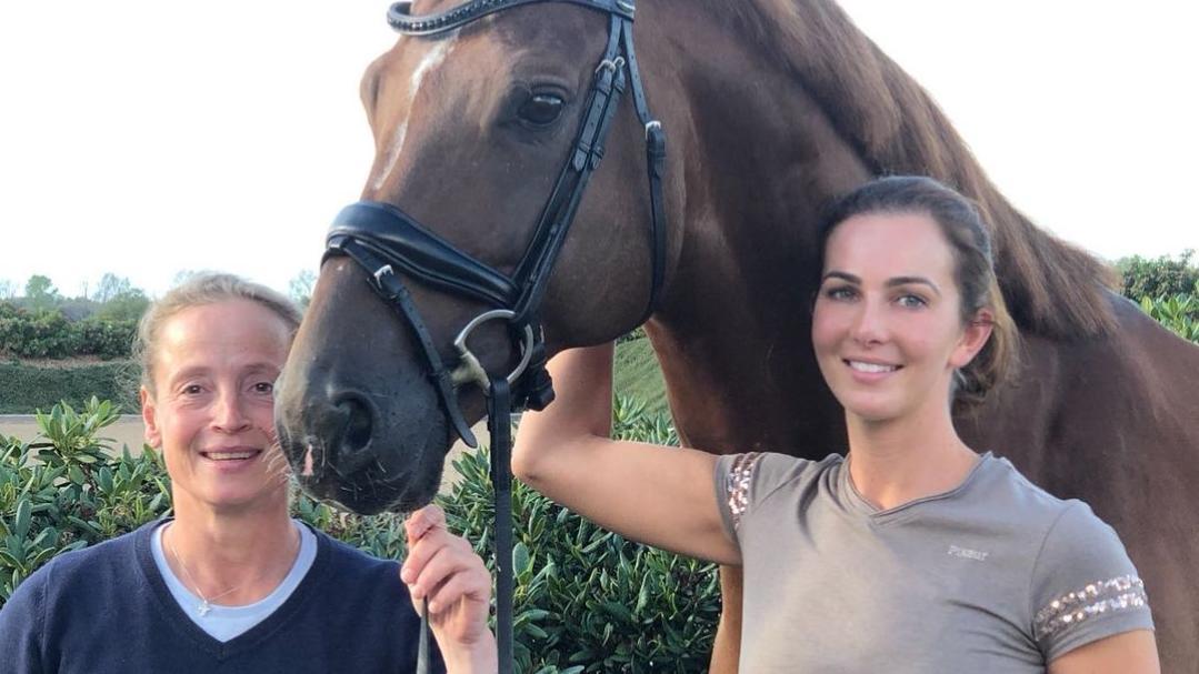 Lisa Müller (re.) lernt von ihrer Mentorin, der Star-Dressurreiterin Isabell Werth.