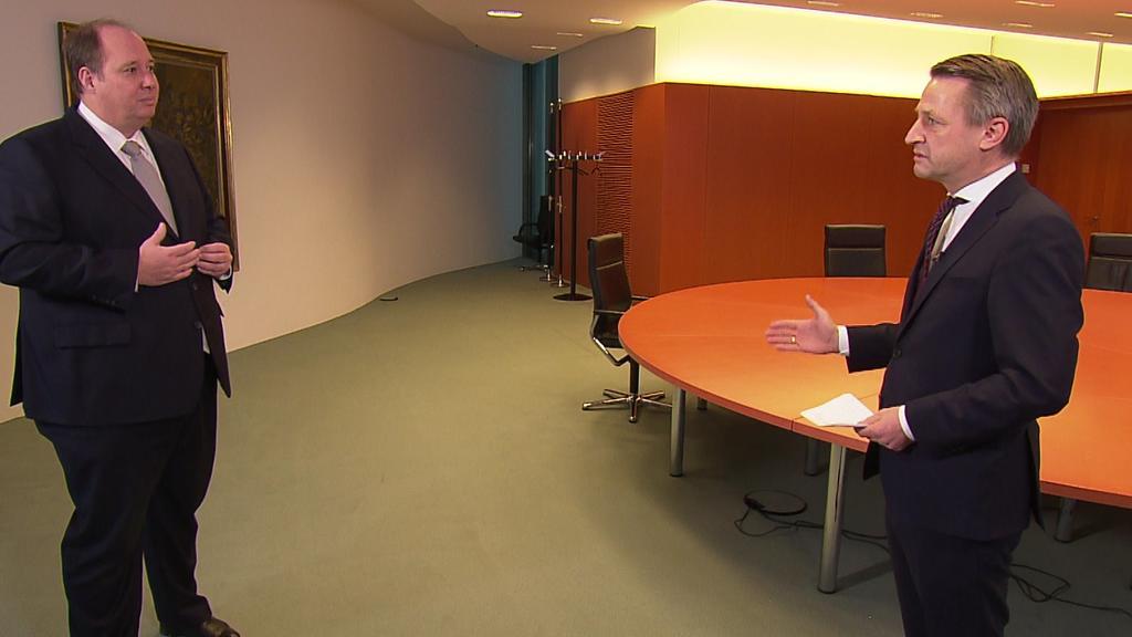 Kanzleramtsminister Helge Braun und RTL-Politik-Chef  Nikolaus Blome.
