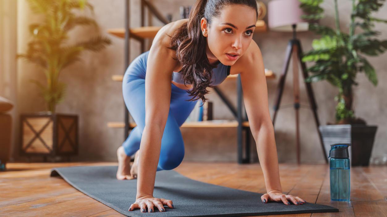 Viele absolvieren jetzt zuhause kurze Workouts. Aber reichen die Mini-Einheiten aus, um fit zu bleiben?
