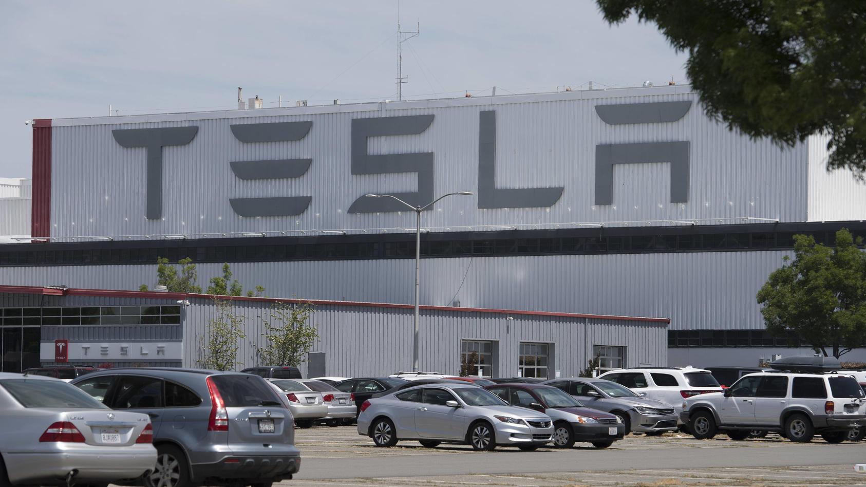 Ein attraktiver Arbeitsplatz? So wie auf dem Bild in Fremont, Kalifornien könnte es bald auch auf dem Tesla-Gelände in Brandenburg aussehen.