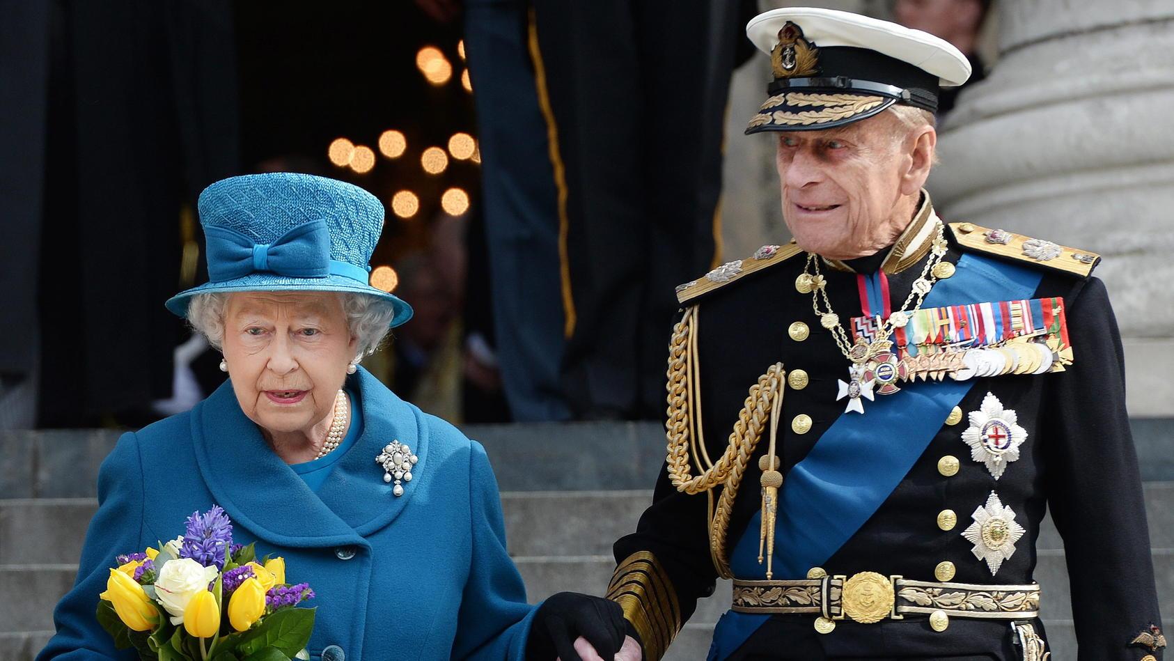 Queen Elizabeth und Prinz Philip sind geimpft worden.