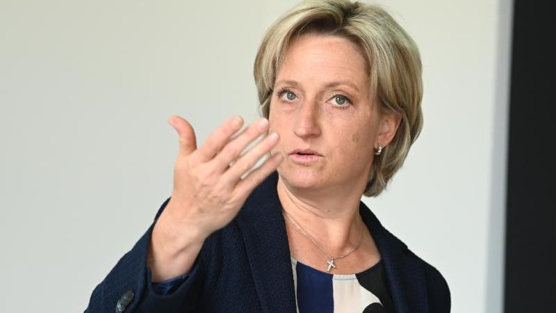 Nicole Hoffmeister-Kraut (CDU), Wirtschaftsministerin von Baden-Württemberg. Foto: Uli Deck/dpa/Archivbild