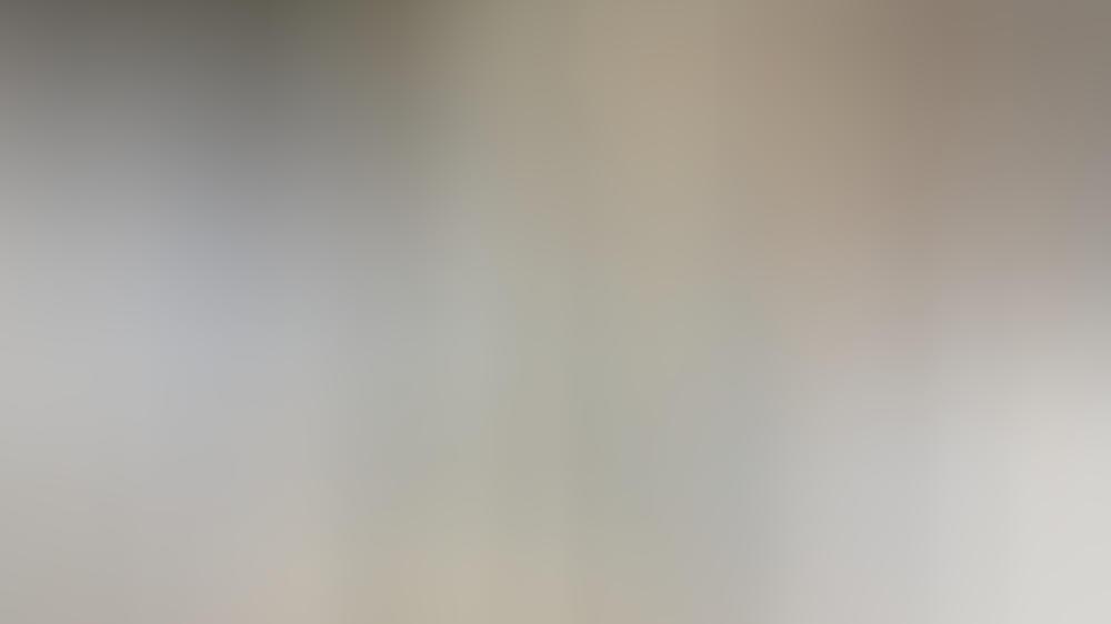 Ein Stoff, mehrere Styles (v.l.n.r.): Mom Jeans, Boyfriend Jeans und Slouchy Jeans zeigen die Vielfältigkeit von Denim.